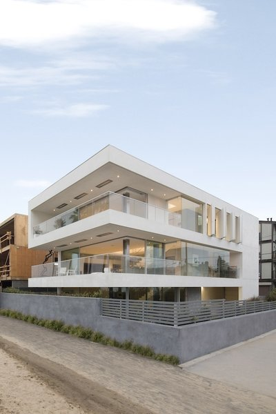 #danbrunn #flipflop #beachfront #residence #venice #california #glass #windows #exterior  Photo 17 of Flip Flop Residence modern home