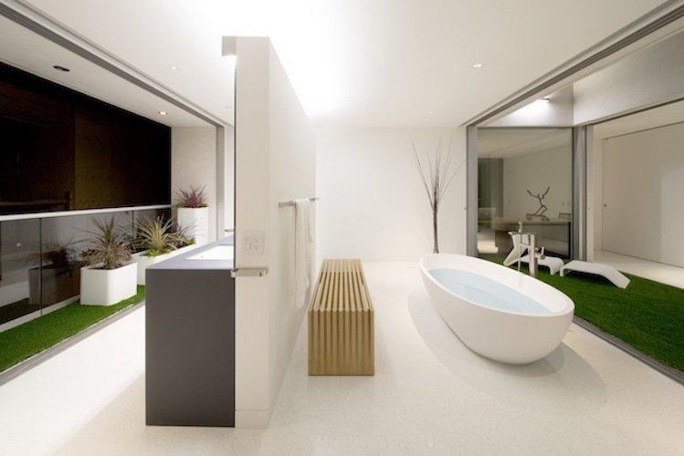 #danbrunn #flipflop #beachfront #residence #venice #california #glass #bathroom #bathtub #interior