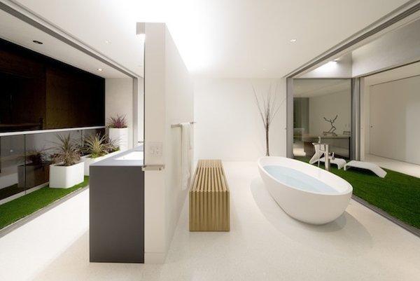 #danbrunn #flipflop #beachfront #residence #venice #california #glass #bathroom #bathtub #interior  Photo 7 of Flip Flop Residence modern home
