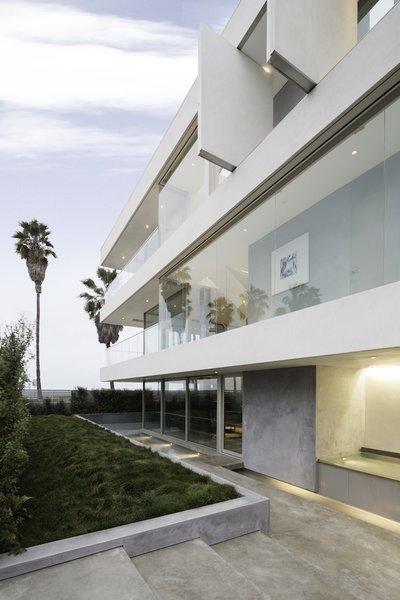#danbrunn #flipflop #beachfront #residence #venice #california #glass #windows #exterior  Photo 6 of Flip Flop Residence modern home