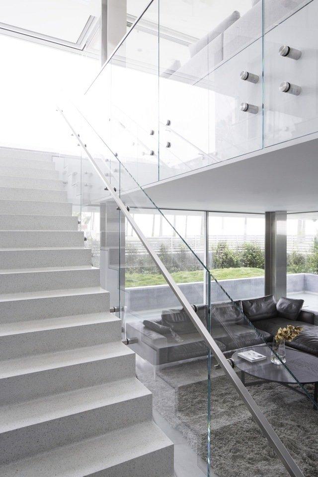 #danbrunn #flipflop #beachfront #residence #venice #california #glass #livingroom #stairs #windows #interior