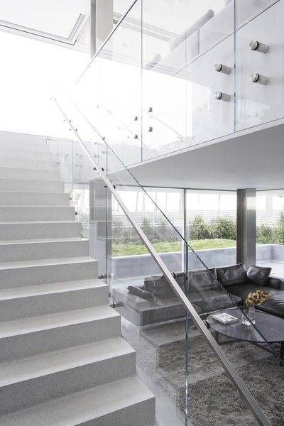 #danbrunn #flipflop #beachfront #residence #venice #california #glass #livingroom #stairs #windows #interior  Photo 3 of Flip Flop Residence modern home