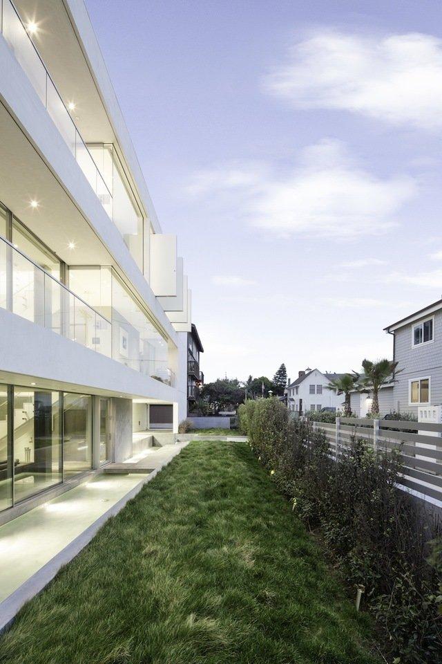 #danbrunn #flipflop #beachfront #residence #venice #california #glass #windows #exterior