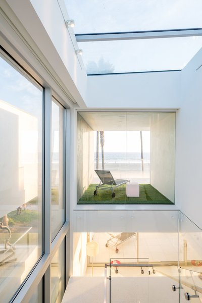 #danbrunn #zigzag #residence #beachfront #venice #california #glass #windows #exterior Photo 5 of Zig Zag Residence modern home