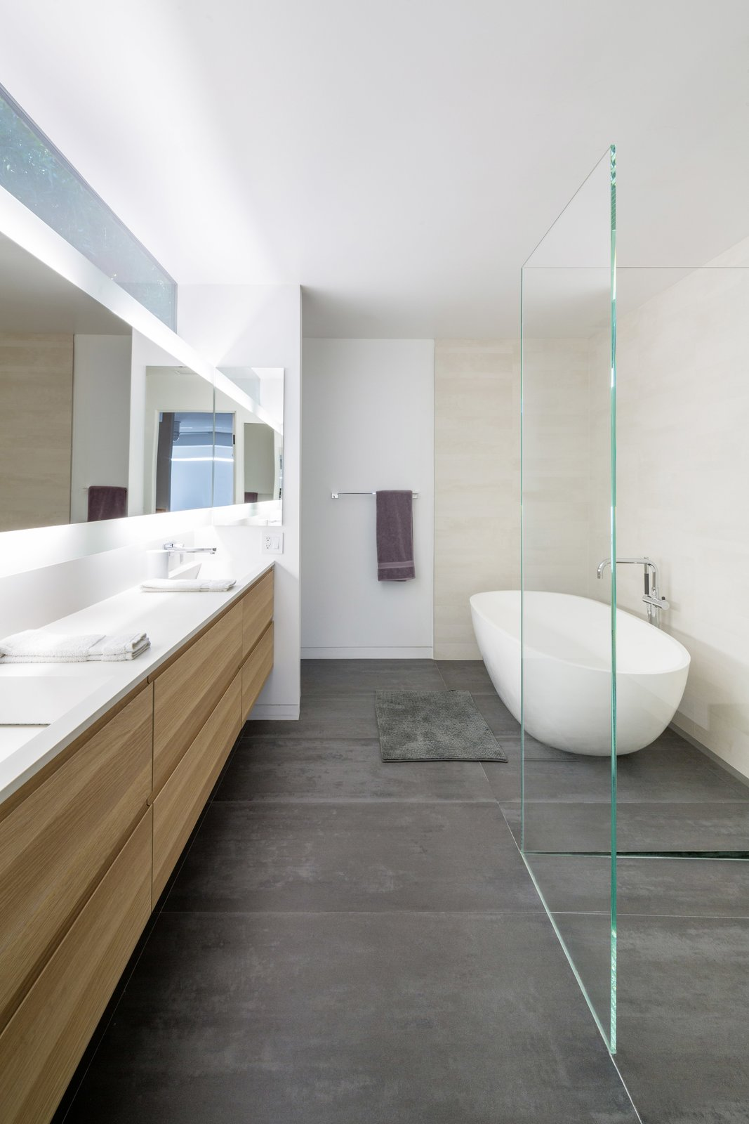 #danbrunn #no9dream #residence #losangeles #california #bathroom #bathtub #glass #interior #renovation