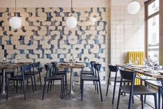 A parisian seafood restaurant swimming in shades of blue dwell - Belle maison restaurant paris ...
