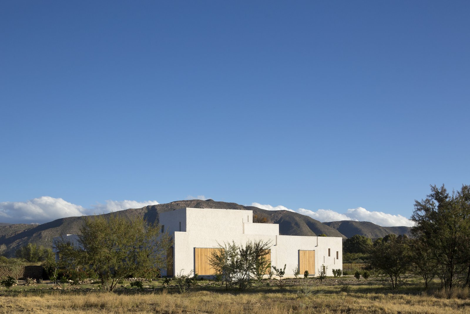 London-based firm Openstudio Architects designed a retreat on the outskirts of Prince Albert, a town that sits near a pass of the Swartberg mountain range in South Africa.