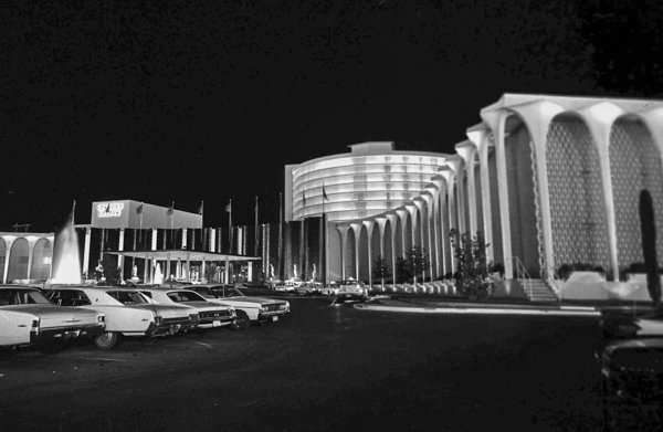 The valet and porte-cochère of Caesars Palace , 1966.