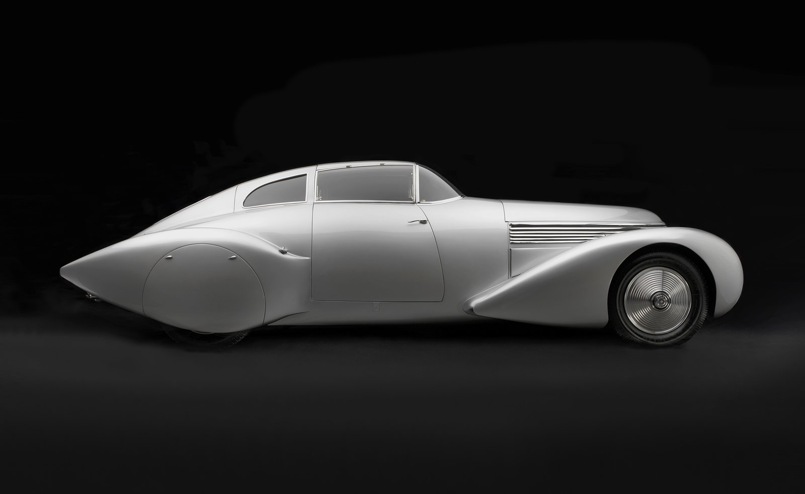 Photo 1 of 15 in Examining the Architecture of the Art Deco Automobile