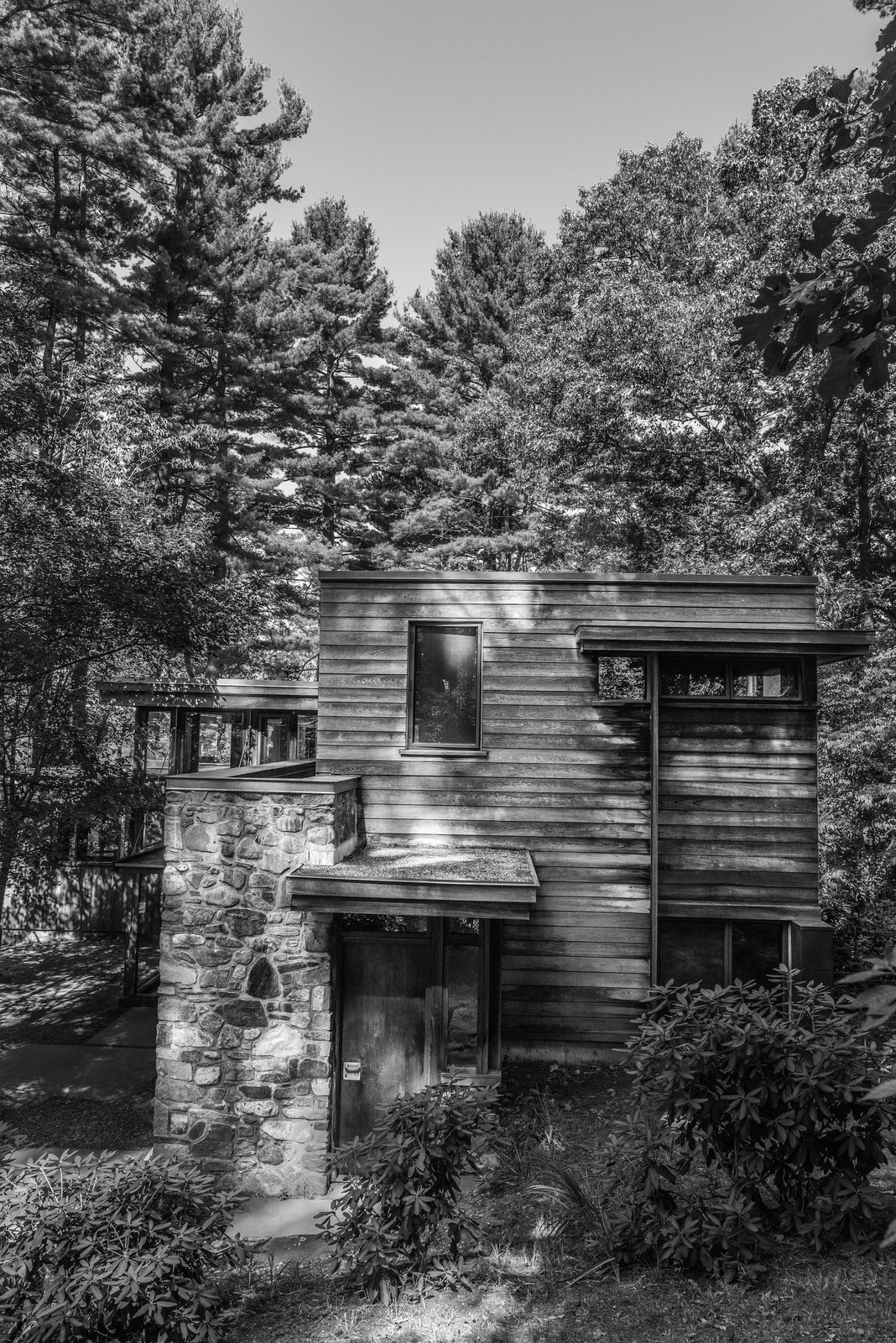 The stone and wood structure was designed to complement with its surroundings. Here, the Douglas fir tongue-and-groove boards are arranged horizontally, elsewhere on the original facade they were aligned vertically.