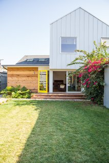 """Color Me Mad! - Photo 29 of 31 - #HouseinVenice<span> <a href=""""/discover/remodel"""" rel=""""noopener noreferrer"""" target=""""_blank"""">#remodel</a></span><span> <a href=""""/discover/expansion"""" rel=""""noopener noreferrer"""" target=""""_blank"""">#expansion</a></span><span> <a href=""""/discover/renovation"""" rel=""""noopener noreferrer"""" target=""""_blank"""">#renovation</a></span><span> <a href=""""/discover/open"""" rel=""""noopener noreferrer"""" target=""""_blank"""">#open</a></span><span> <a href=""""/discover/modern"""" rel=""""noopener noreferrer"""" target=""""_blank"""">#modern</a></span><span> <a href=""""/discover/light"""" rel=""""noopener noreferrer"""" target=""""_blank"""">#light</a></span><span> <a href=""""/discover/levels"""" rel=""""noopener noreferrer"""" target=""""_blank"""">#levels</a></span><span> <a href=""""/discover/color"""" rel=""""noopener noreferrer"""" target=""""_blank"""">#color</a></span><span> <a href=""""/discover/exterior"""" rel=""""noopener noreferrer"""" target=""""_blank"""">#exterior</a></span><span> <a href=""""/discover/outside"""" rel=""""noopener noreferrer"""" target=""""_blank"""">#outside</a></span><span> <a href=""""/discover/backyard"""" rel=""""noopener noreferrer"""" target=""""_blank"""">#backyard</a></span> #2013<span> <a href=""""/discover/Venice"""" rel=""""noopener noreferrer"""" target=""""_blank"""">#Venice</a></span><span> <a href=""""/discover/California"""" rel=""""noopener noreferrer"""" target=""""_blank"""">#California</a></span><span> <a href=""""/discover/BarbaraBestor"""" rel=""""noopener noreferrer"""" target=""""_blank"""">#BarbaraBestor</a></span>"""
