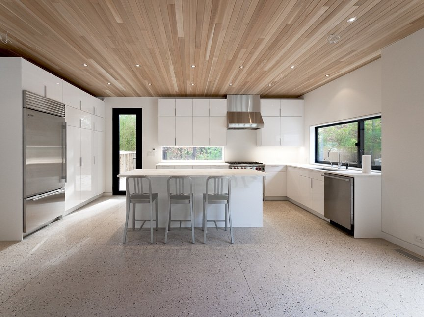 #LightboxWainscott #structure #form #stackedboxes #modern #interior #inside #indoors #kitchen #lighting #seating #island #appliances #window #naturallight #JaredDellavalle #BernheimerArchitects