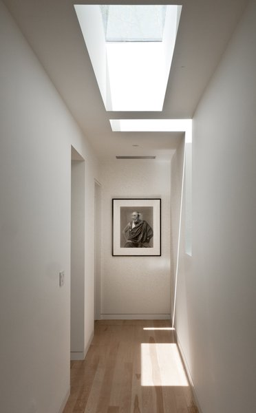 #LightboxWainscott #structure #form #stackedboxes #modern #interior #inside #indoors #hallway #skylight #lighting #naturallight #JaredDellavalle #BernheimerArchitects Photo 5 of Lightbox Wainscott modern home