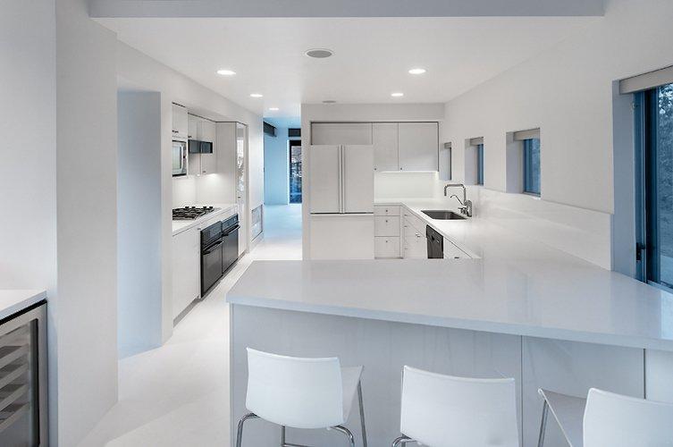 #FlynnRedux #modern #structure #midcentury #residence #interior #inside #indoor #kitchen #lighting #sink #counter #barstools #minimal #appliances #window #naturallight #coLABstudio Flynn Redux by coLAB studio