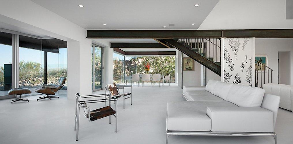 #FlynnRedux #modern #structure #midcentury #residence #interior #inside #indoor #livingroom #window #lighting #naturallight #seating #staircase #minimal #coLABstudio