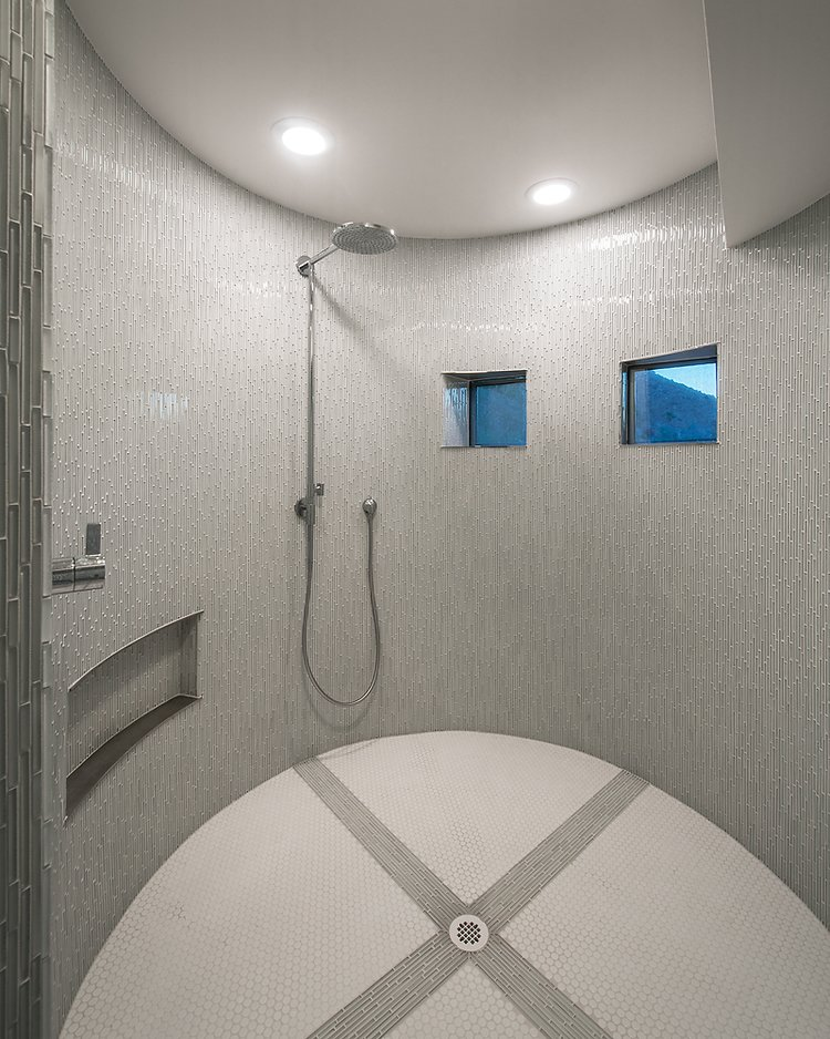 #FlynnRedux #modern #structure #midcentury #residence #interior #inside #indoor #bathroom #shower #minimal #window #lighting #dynamic #tile #coLABstudio  Flynn Redux by coLAB studio