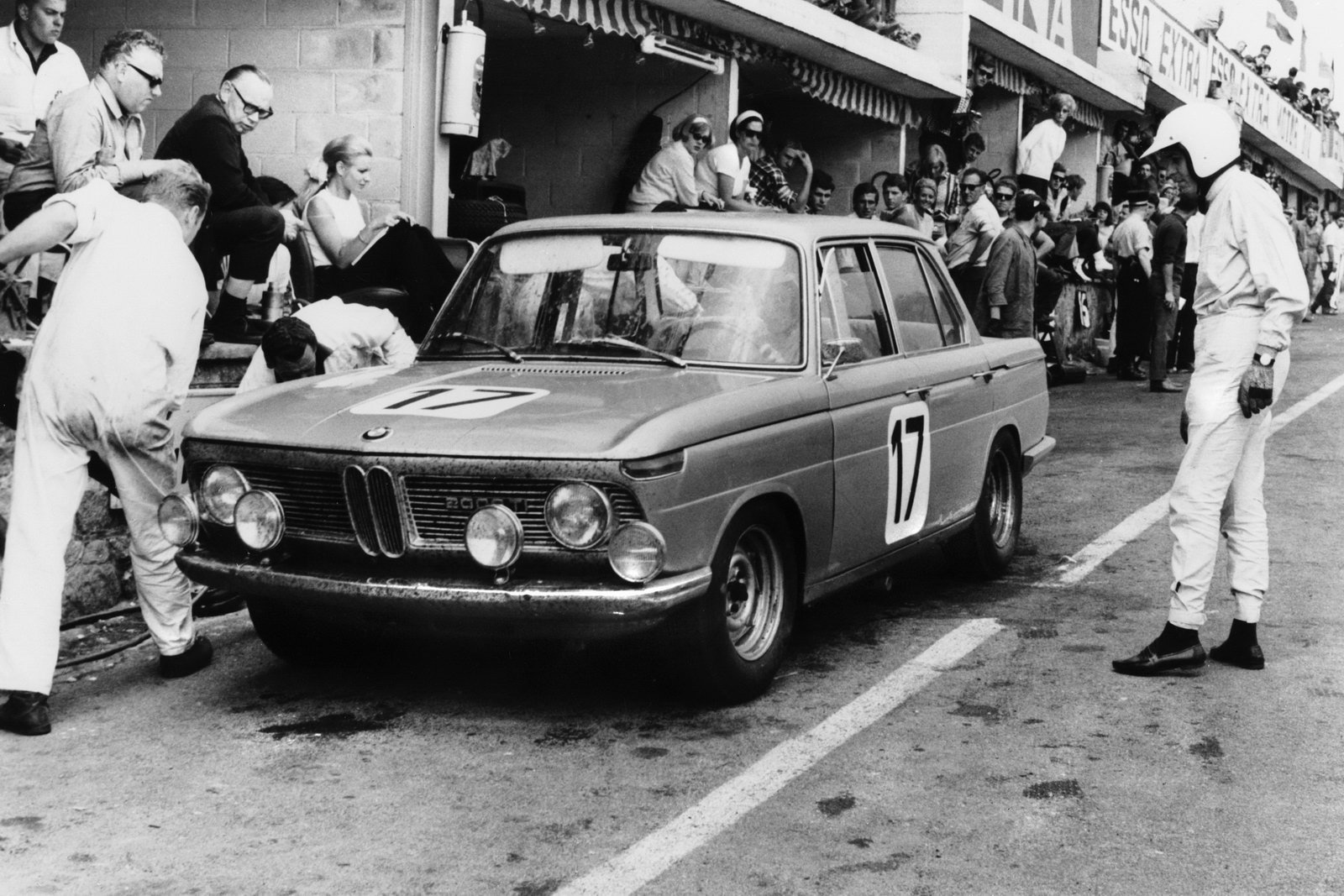 Photo 3 of 9 in In A Single Lap, The Neue Klasse Launched BMW's Racing Success