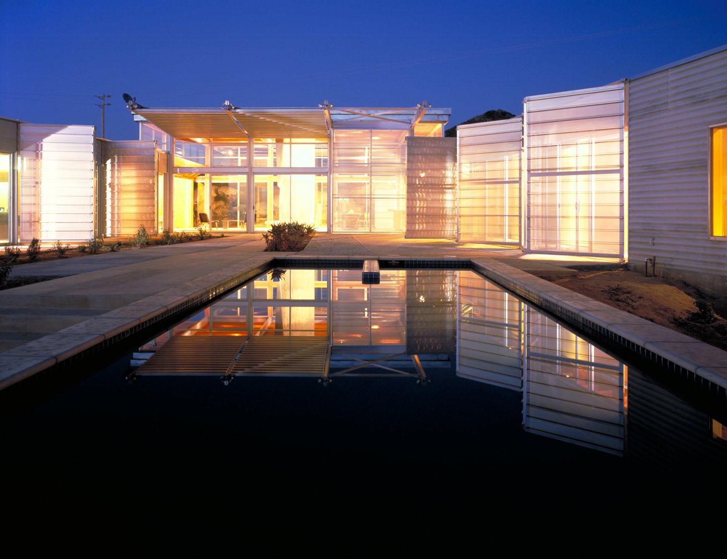 #exterior #outside #outdoor #pooldesign #pool #light #eco #green #sustainable #ValleyCenter #California #KevinDalyArchitects  Valley Center House by Kevin Daly Architects