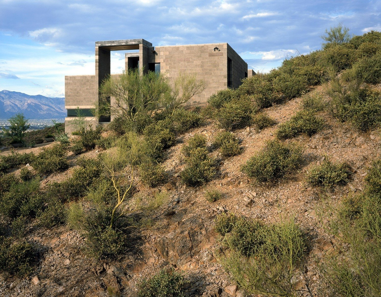 #modern #garciaresidence #ibarrarosanodesignarchitects #architecture #landscape #exterior #arizona #yard #desert #outdoor  Photo 13 of 23 in 20 Desert Homes from Garcia Residence