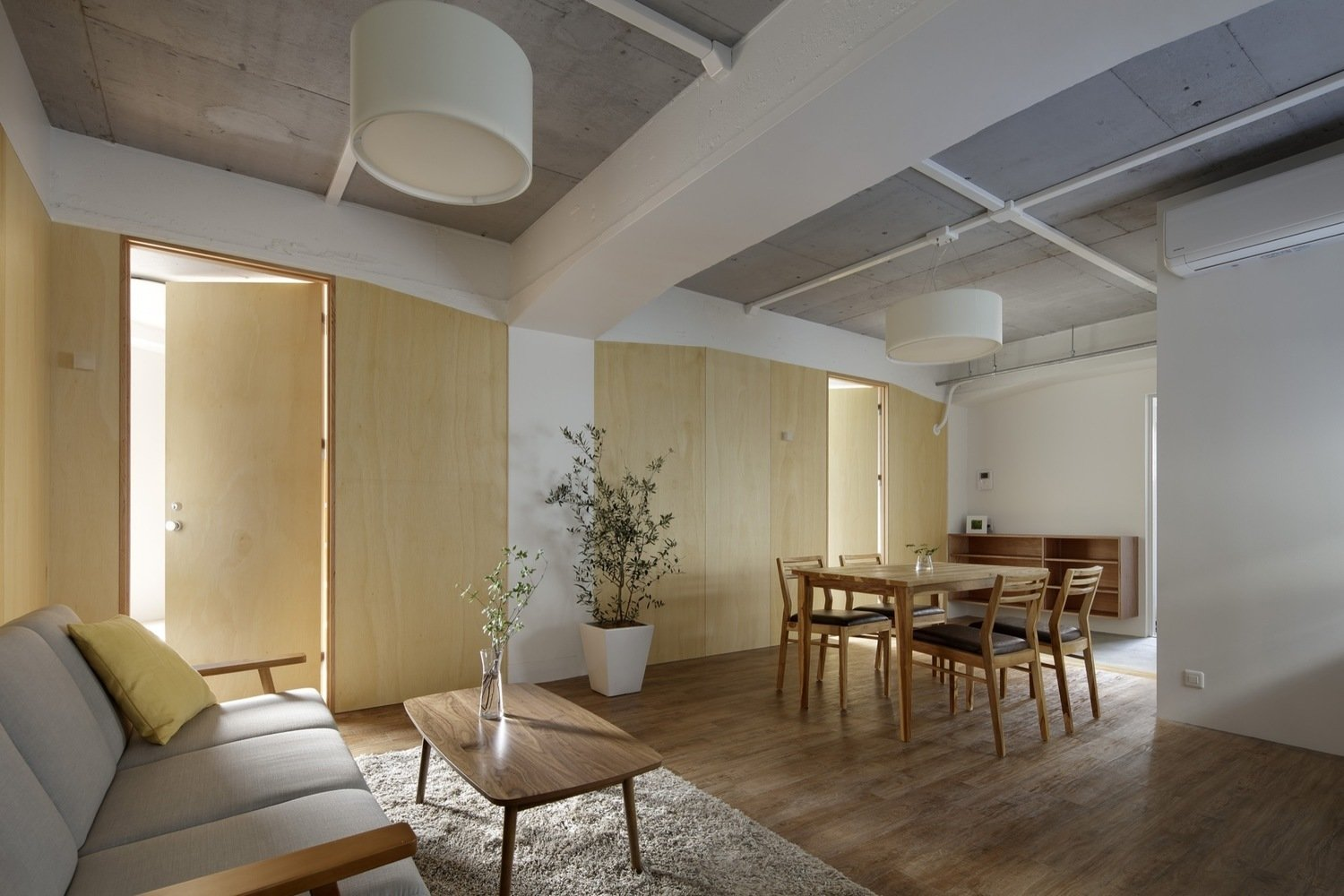 Photo 2 of 4 in Serviced Apartments in Otsuka by Takashi Nishitani Architects