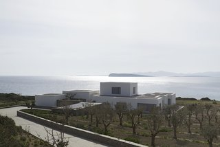 9 Stunning Examples of Homes Built on and Around Cliffs - Photo 3 of 9 -