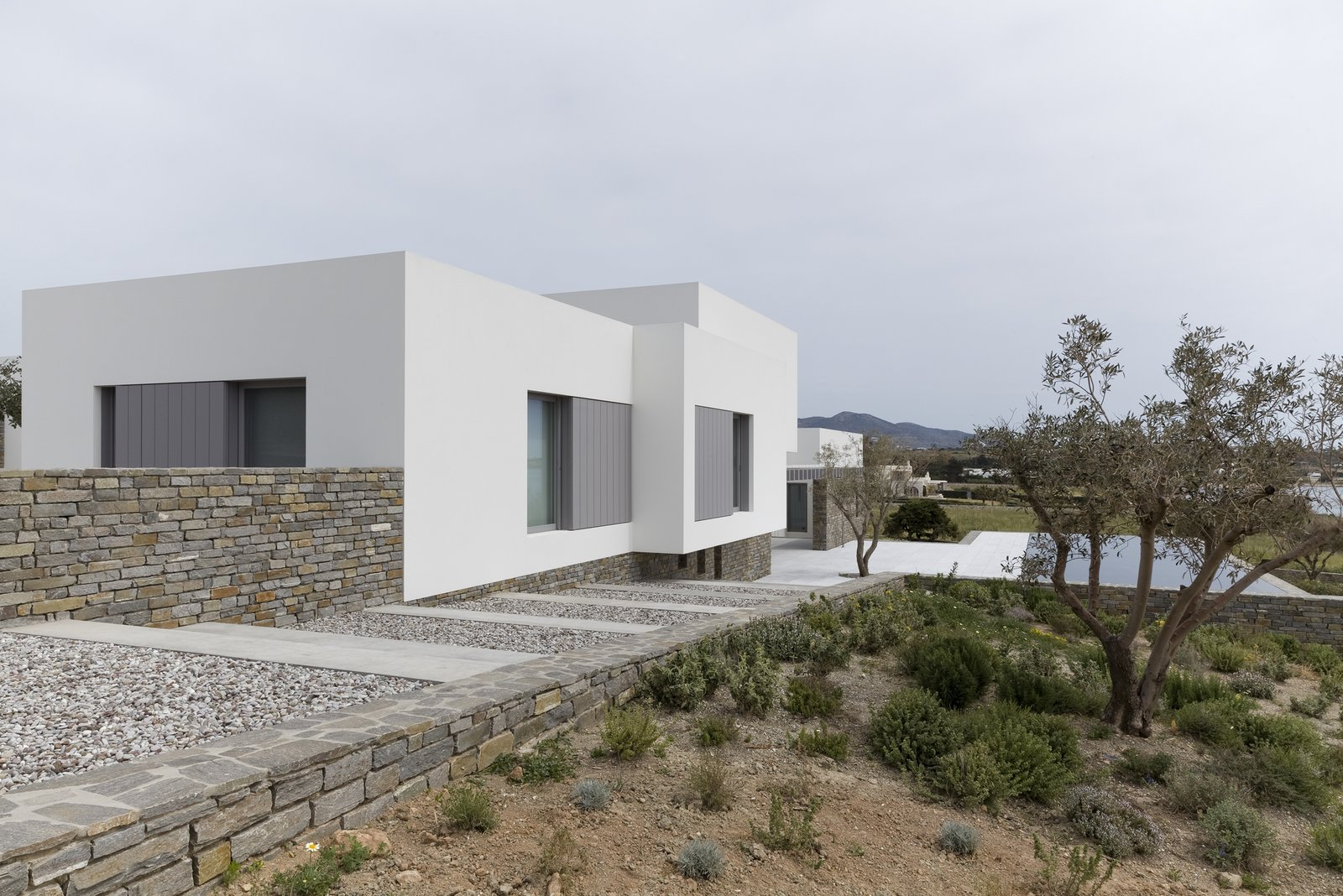 Photo 7 of 11 in 10 Bright White Cubist Homes Across the Globe from Paros House by John Pawson