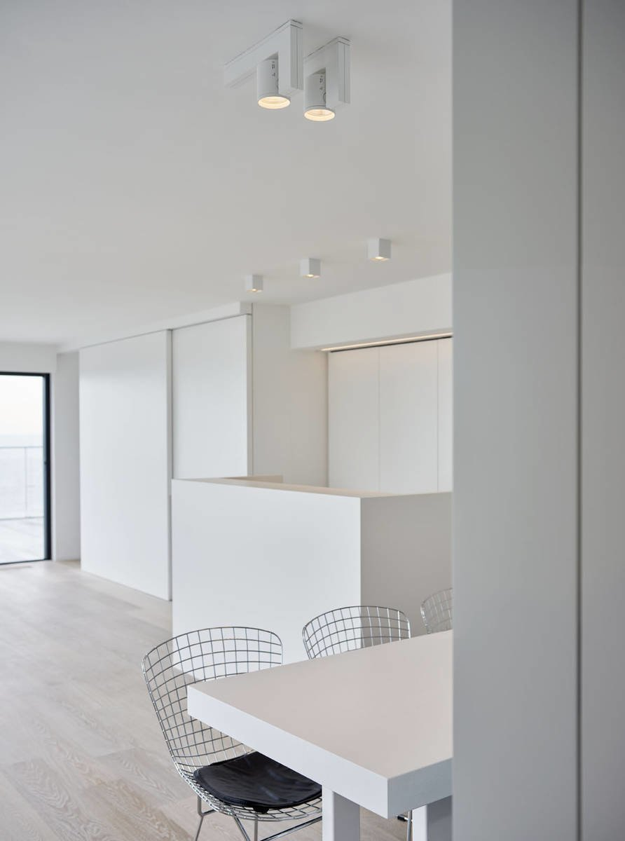 Photo 10 of 11 in 10 Minimalist and Monochromatic Homes in Belgium from Knokke by minus