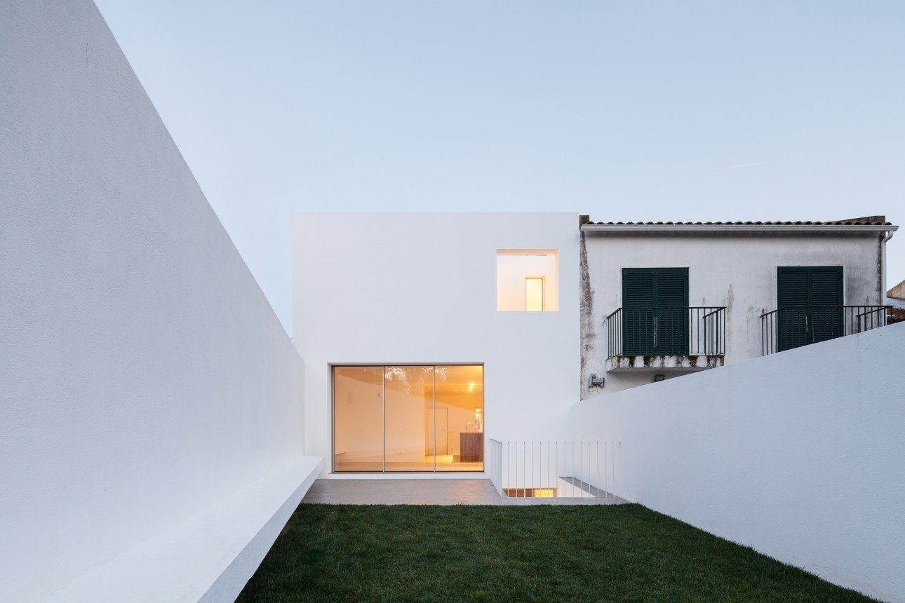 Photo 4 of 8 in Spotlight on Portugal: 7 Epic Modern Spaces from House in Caramão by phdd arquitectos