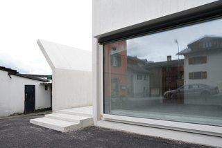 House in Laax by Valerio Olgiati - Photo 3 of 5 -