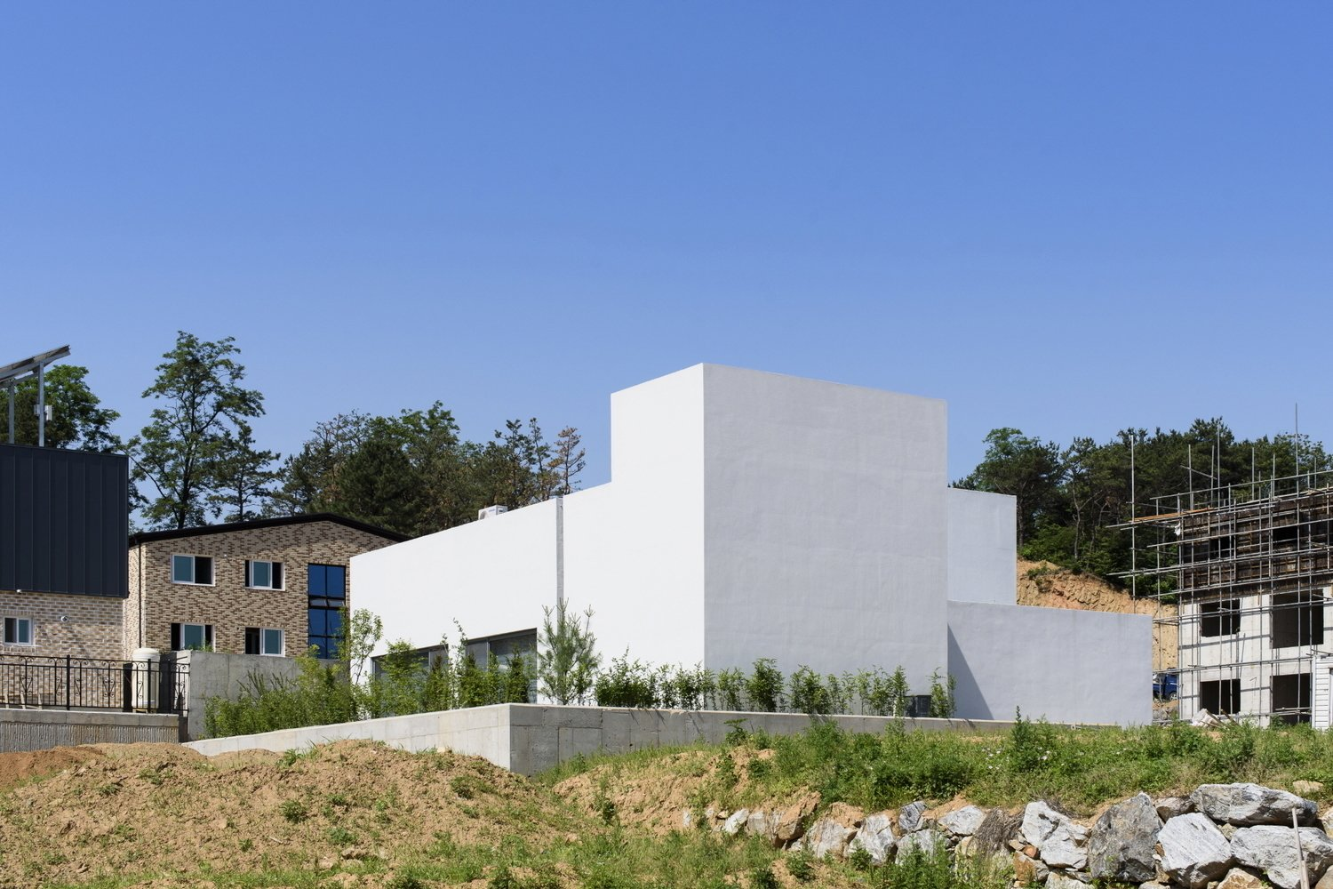 Photo 5 of 6 in Lighthouse Residence by LEESLIST & Leejae Architects