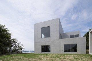 House in Akitsu by Kazunori Fujimoto Architect & Associates - Photo 2 of 5 -