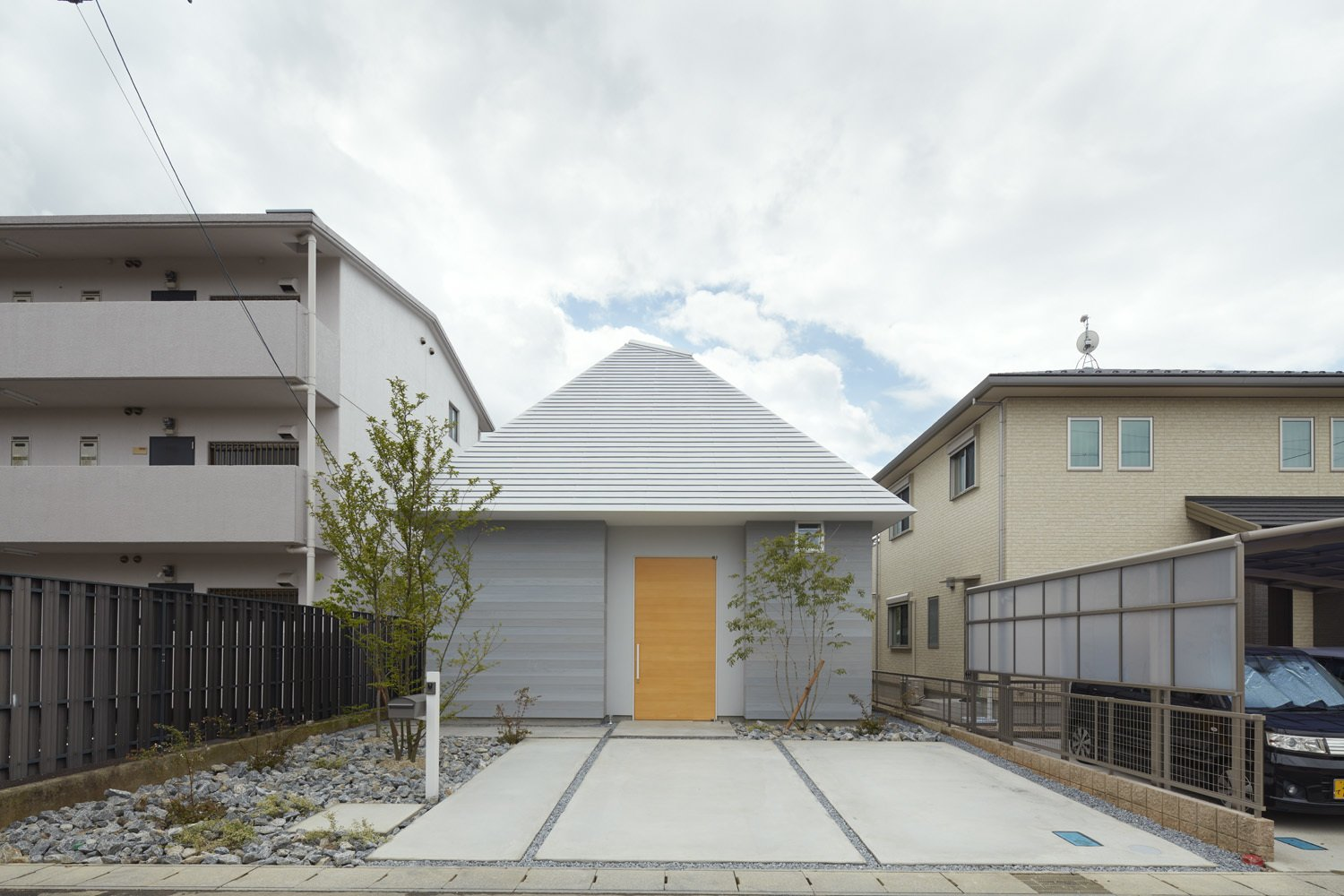 Photo 1 of 8 in House in Iwakura by Airhouse