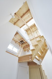 House in Suwamachi by Kazuya Saito Architects - Photo 6 of 8 -