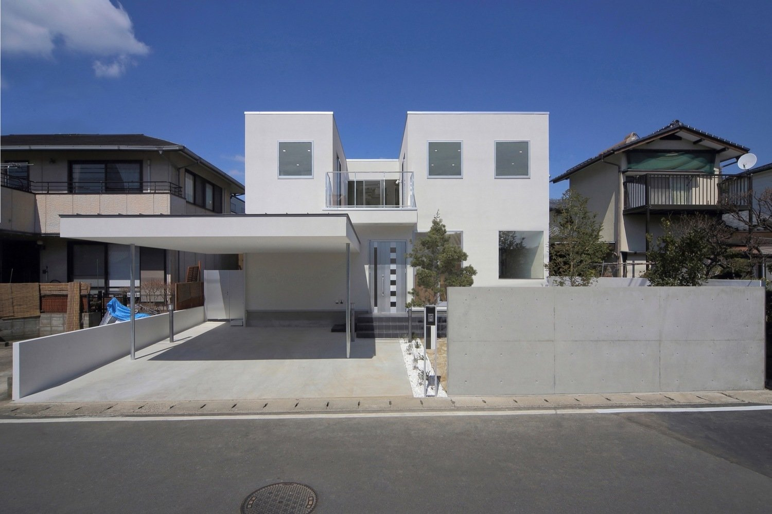Photo 6 of 11 in 10 Bright White Cubist Homes Across the Globe from House K by YDS Architects