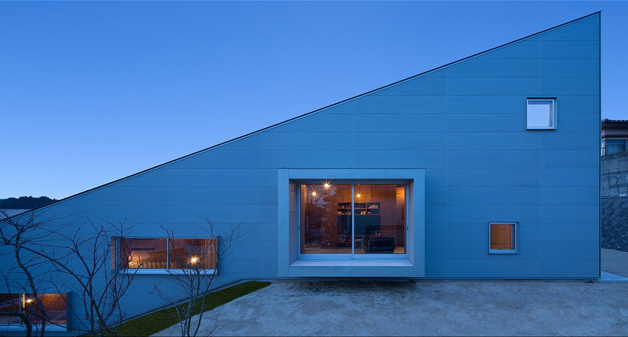 Photo 2 of 5 in 5-in-1 Room Dwelling by Matsuyama Architects and Associates