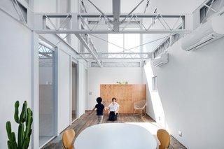 Renovation in Shizuoka by Shuhei Goto Architects - Photo 3 of 6 -