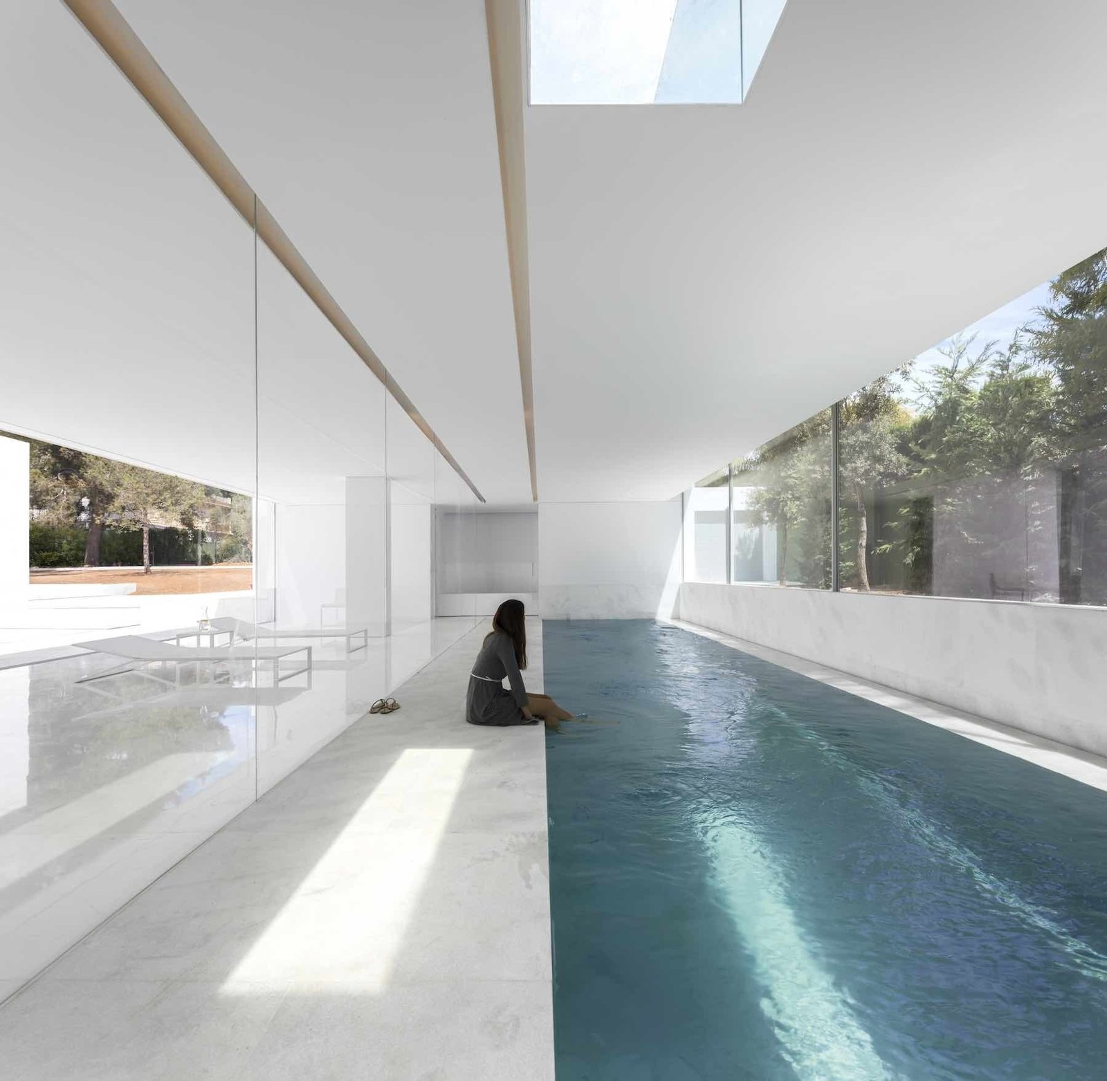 Indoor pool House Between the Pine Forest by Leibal