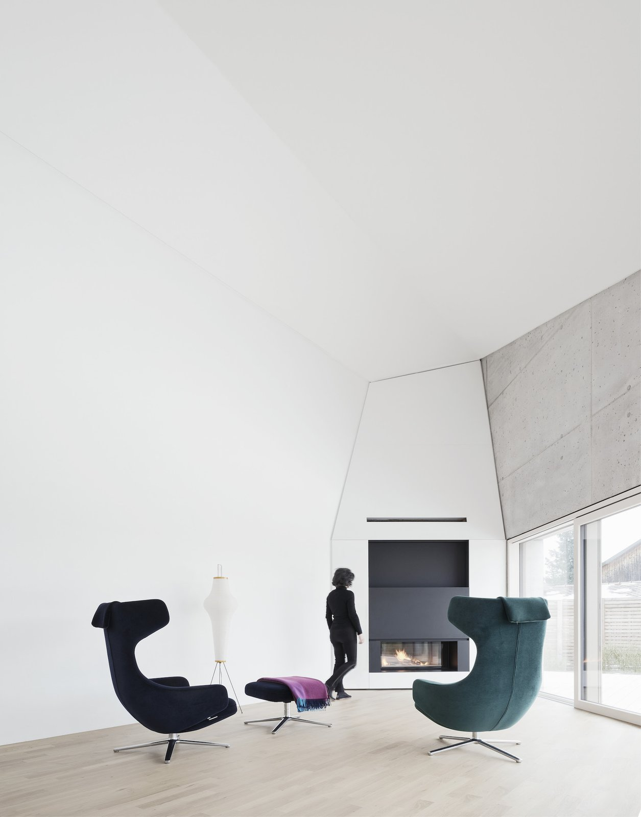 Living area with fireplace E20 by Leibal