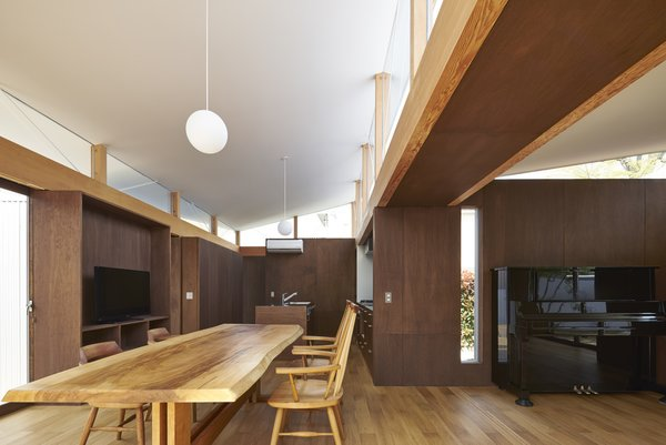 Photo 9 of House with Gardens and Roofs by Arii Irie Architects modern home