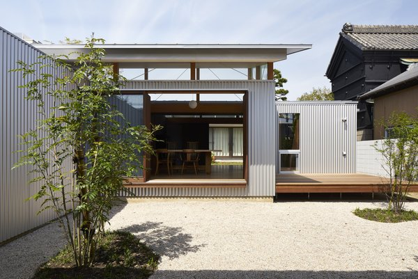 Photo 12 of House with Gardens and Roofs by Arii Irie Architects modern home