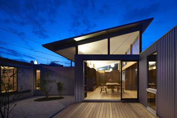 Photo 13 of House with Gardens and Roofs by Arii Irie Architects modern home