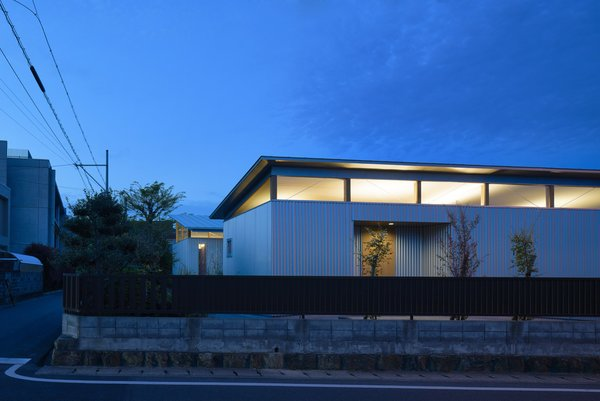 Photo 14 of House with Gardens and Roofs by Arii Irie Architects modern home