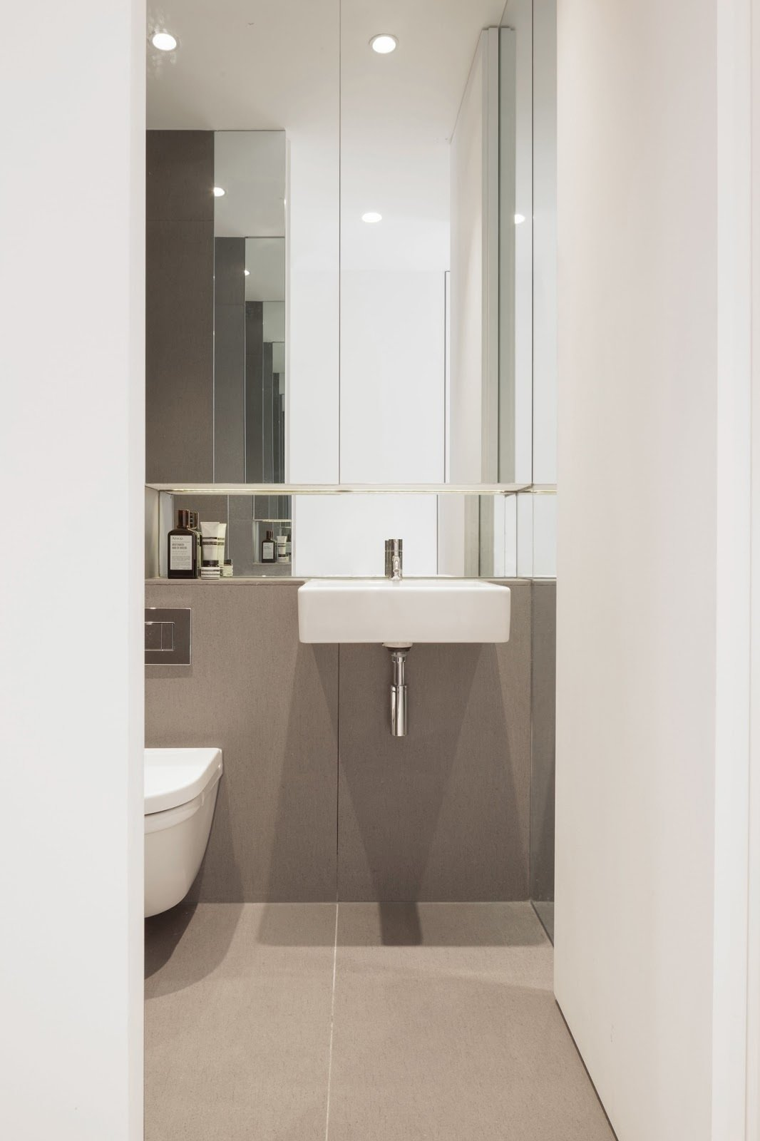 Bathroom  Bankside Apartment by Leibal