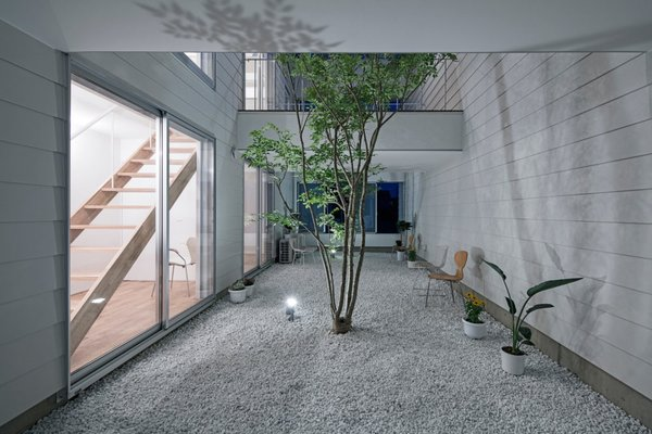 Courtyard Photo 2 of 3 Walls in Fukuroi modern home