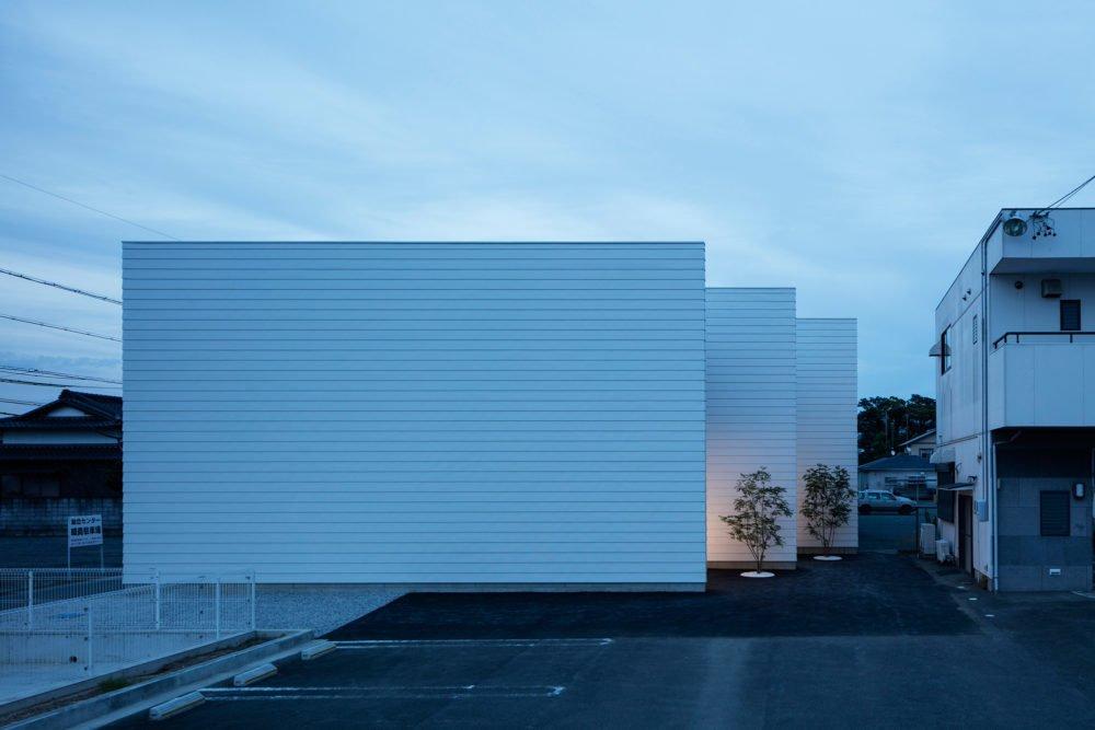 Front facade 3 Walls in Fukuroi by Leibal