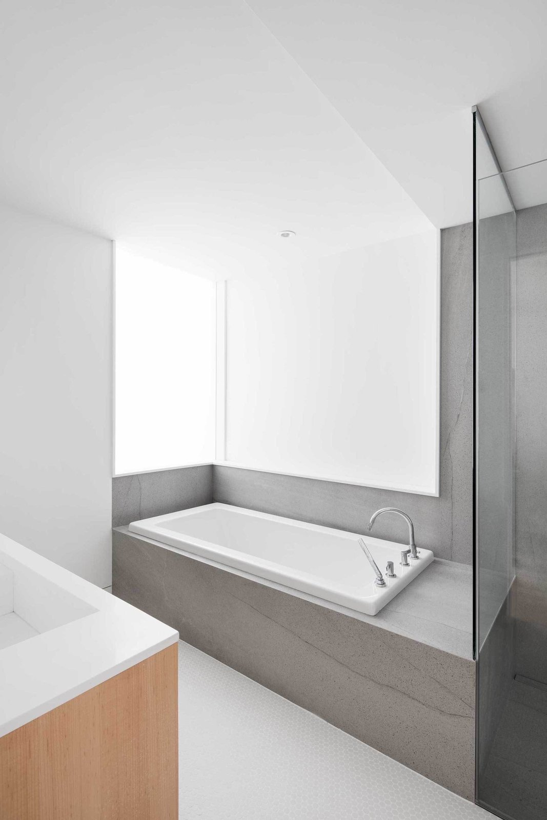 Bathtub  Somerville Residence by Leibal