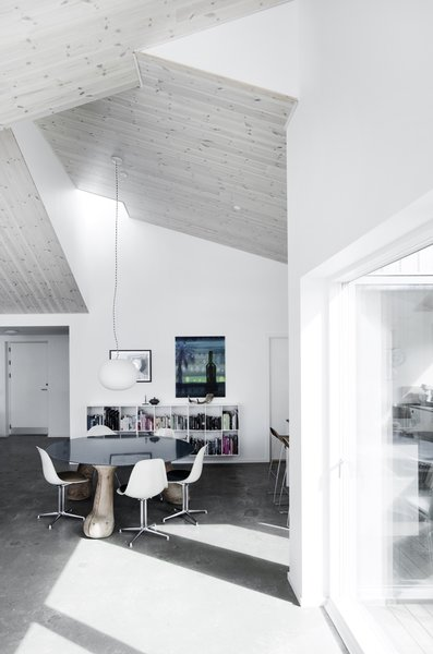 Modern home with living room, concrete floor, chair, and pendant lighting. Photo 6 of The Roof House