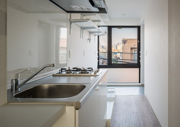 Kitchen Photo 7 of Roof Meidaimae modern home