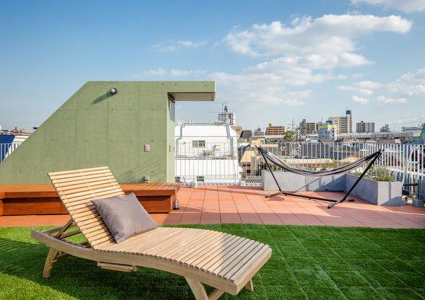 Photo 3 of Roof Meidaimae modern home