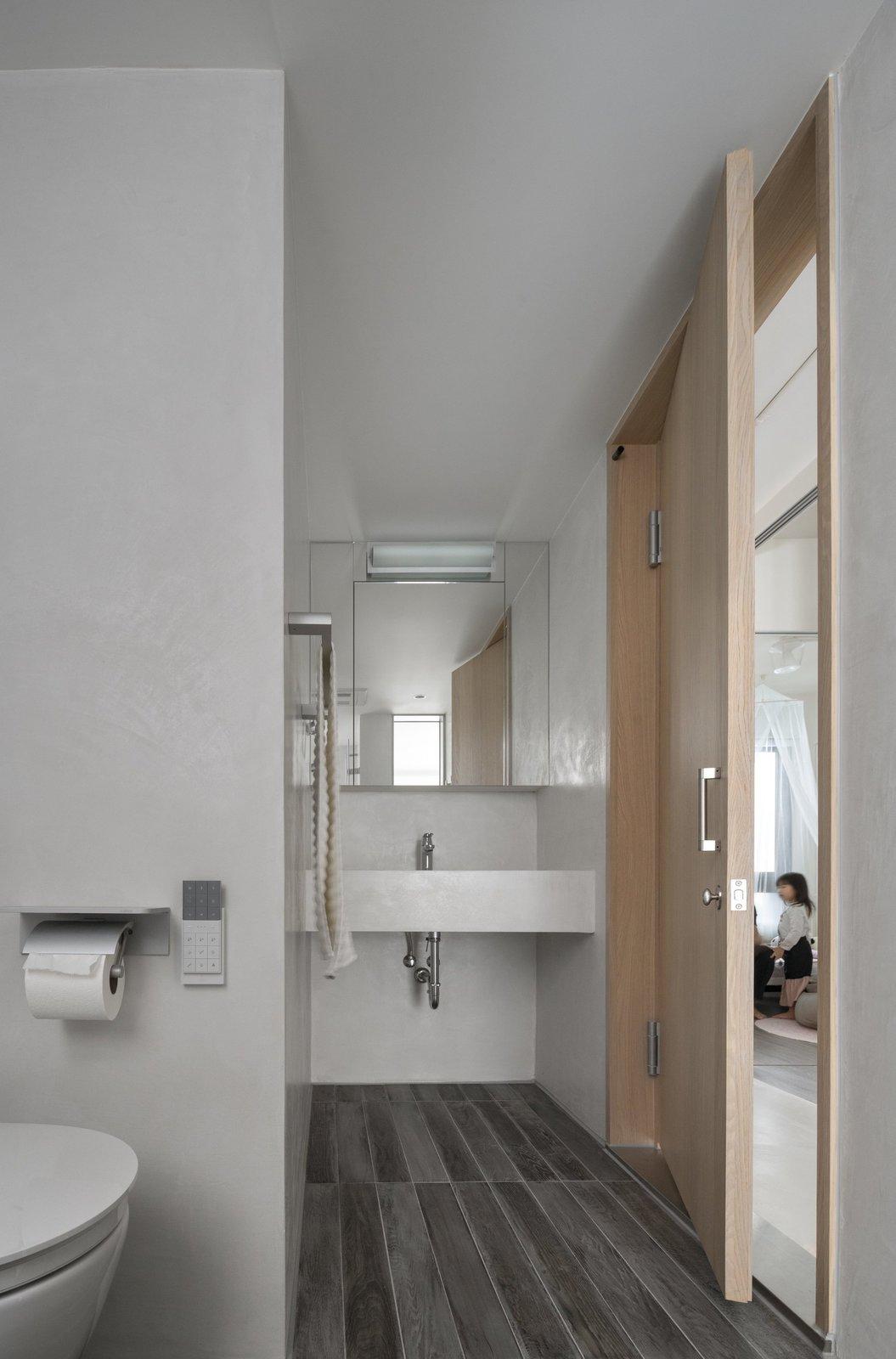 Tagged: Slate Floor, Chair, and Bath Room.  Backlight Apartment by Leibal